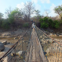 Michele-Malawi-footbridge