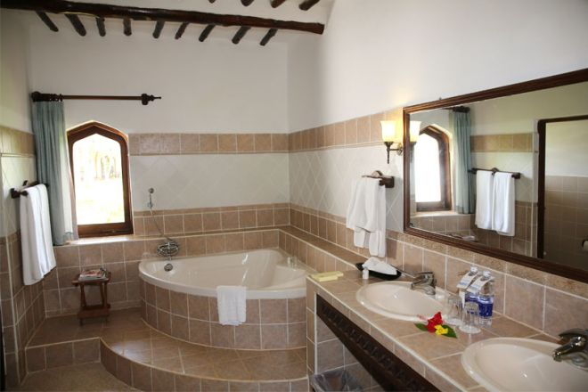 Bluebay Beach Resort & Spa sultan suite bathroom