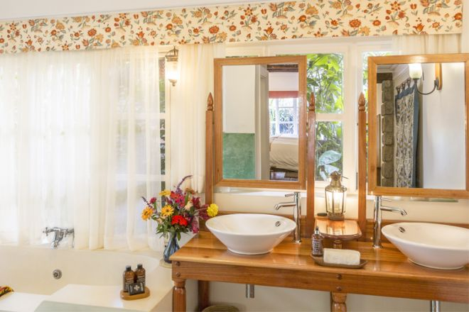 Gibbs Farm cottage Butani bathroom