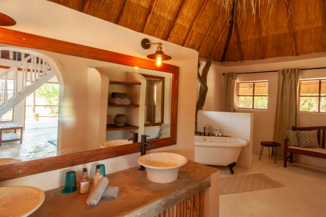 Kafunta River Lodge Luxury Suite Bathroom