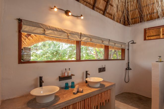 Kafunta River Lodge Standard Guestroom Bathroom