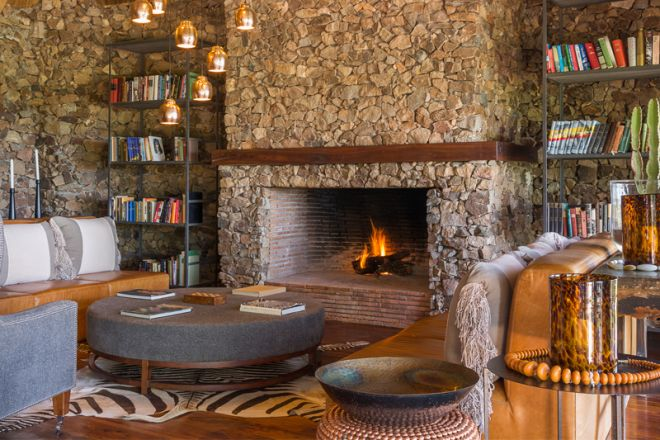 Mwiba Lodge library