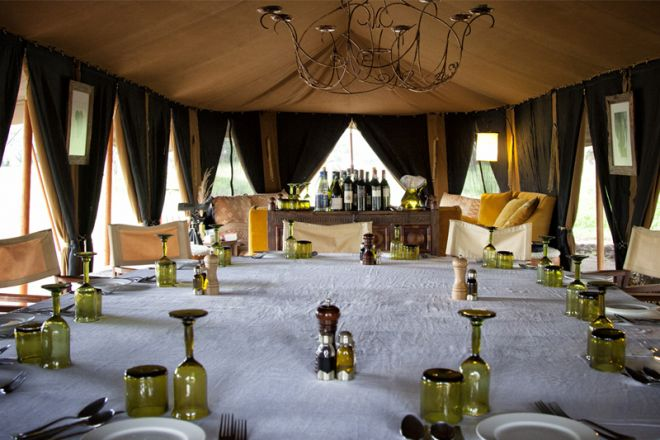 Serian Serengeti Camp dining and lounge