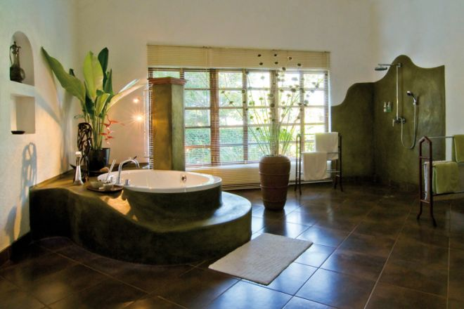 The Plantation Lodge bathroom