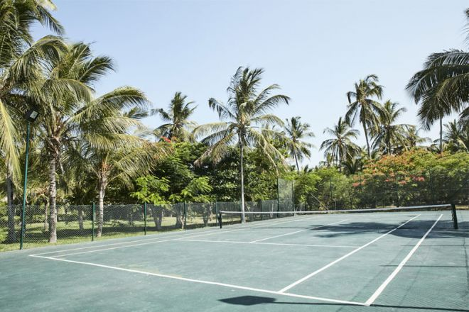 Baraza Resort & Spa tennis court