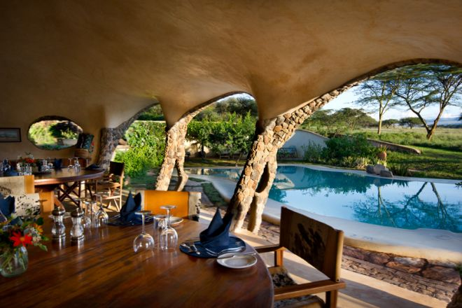 lewa-house-pool-dining
