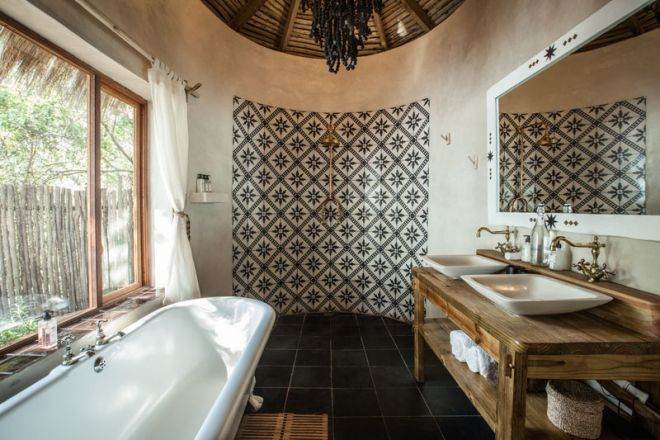 Tongabezi Lodge River Cottage Bathroom