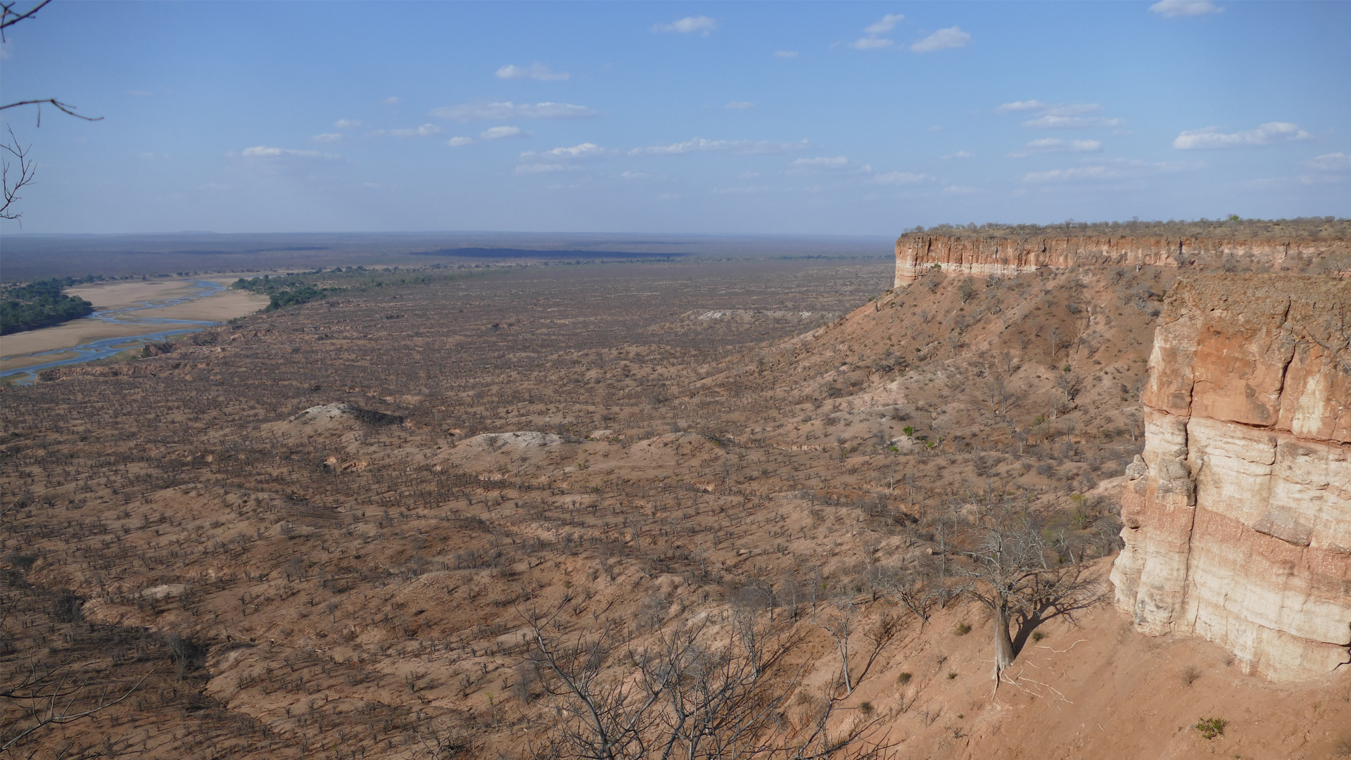 zimbabwe regions Gonarezhou chilojo cliffs